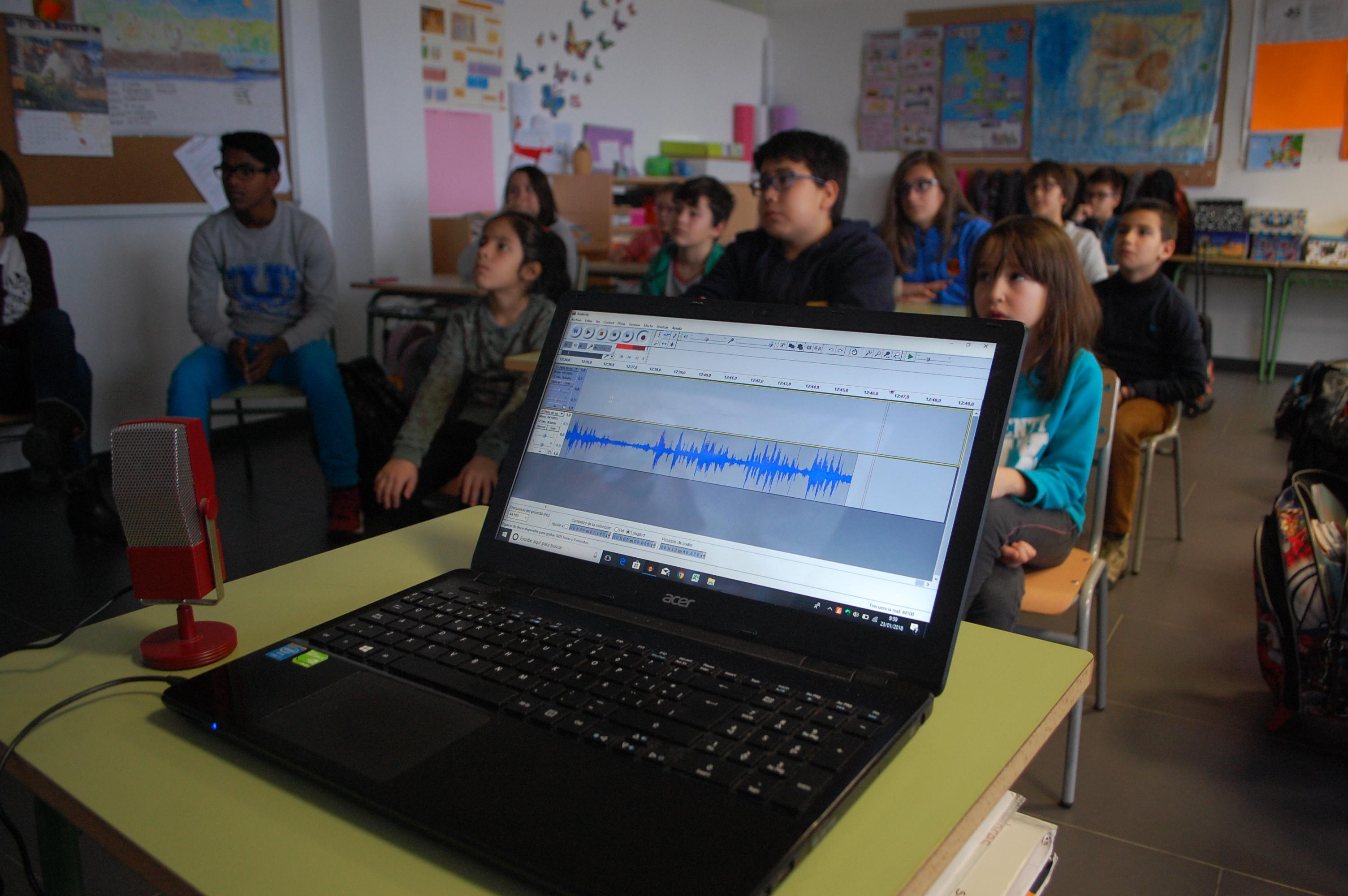 Enero. Menuda  Voz : Conocemos Proyectos de Paz. «Llenando Escuelas» Proyecto en Marruecos de la Escuela Santiago 1