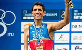 MENUDA VOZ Escolares de 3º del Ceip Pablo Picasso entrevistan al medallista olímpico Alejandro Sánchez Palomero.